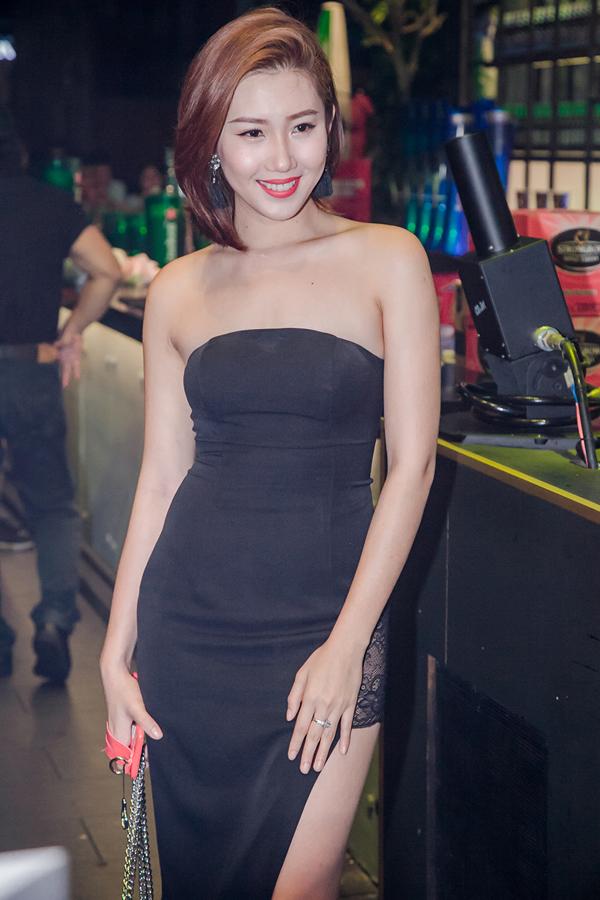 ly-phuong-chau-cham-chut-ve-ngoai-khi-di-tiec-cung-hien-sen-7