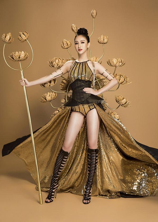 Trang phục dân tộc của Hà Thu tại Miss Earth 2017.