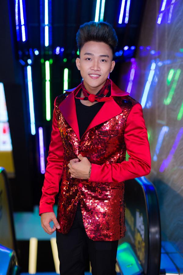 ca-si-dinh-phuoc-om-eo-le-ngoc-trinh-cong-nuong-o-su-kien-5