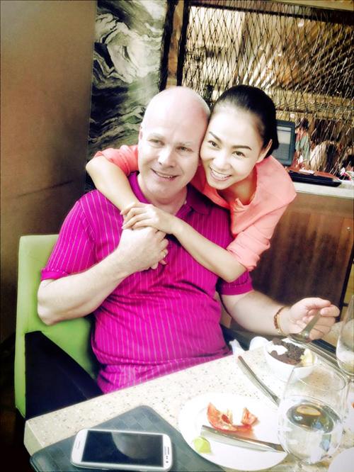 Ở tuổi 40, Thu Minh không chỉ sở hữu giọng hát truyền lửa đầy nội lực, sự nghiệp thành công mà còn có cuộc sống hôn nhân màu hồng với người chồng luôn coi vợ là Nữ hoàng.