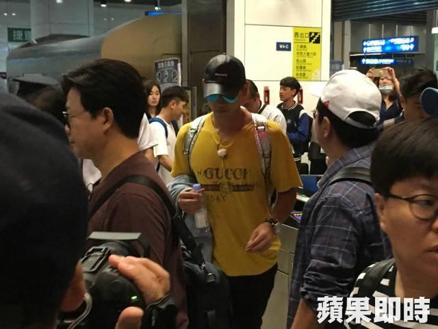 Rain mới đây đã tới Đài Loan ghi hình cho chương trình Carefree Travelers. Đây là lần đầu tiên anh xa vợ con, kể từ khi con gái nhỏ chào đời tháng 10 vừa rồi.