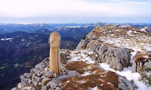 'Của quý' khổng lồ bất ngờ xuất hiện trên đỉnh núi