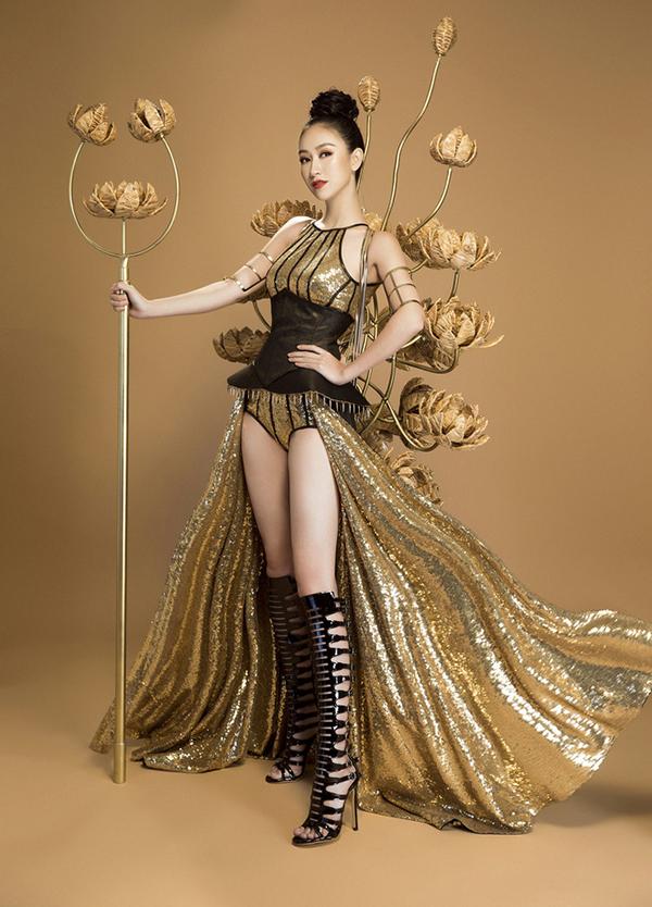 Tại vòng thi trang phục dân tộc của Hoa hậu Trái đất (Miss Earth) 2017, Hà Thu gây ấn tượng khi hóa thành nữ chiến binh hoa trong bộ trang phục được sáng tạo bởi nhà thiết kế Nguyễn Minh Công. Bộ cánh được sử dụng chất liệu lụa lãnh Mỹ A cùng họa tiết hoa sen.