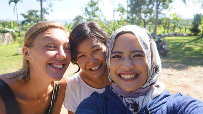co-gai-indonesia-phuot-xuyen-a-mot-minh-voi-1000-usd-1