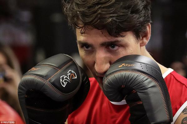 Trong chuyến công du Mỹ hồi tháng 4/2016, Thủ tướng Trudeau đã đích thân so găng với võ sĩ quyền anh chuyên nghiệp nước chủ nhà Yuri Foreman.