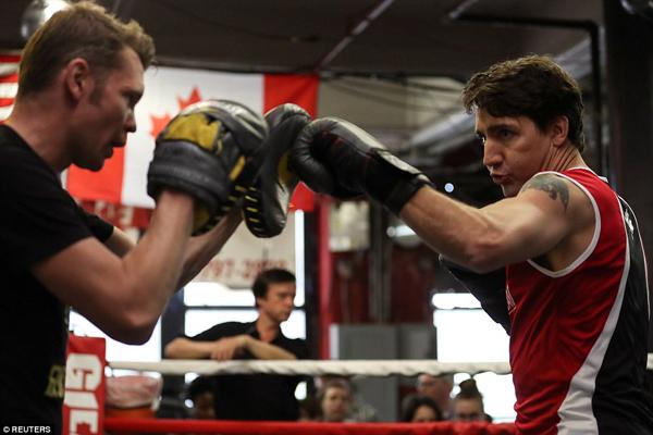 Trước khi trở thành thủ tướng, Justin Trudeau thường xuyên tập luyện quyền Anh, nhờ vậy mà ông có được thân hình vạm vỡ, cơ bắp săn chắc.