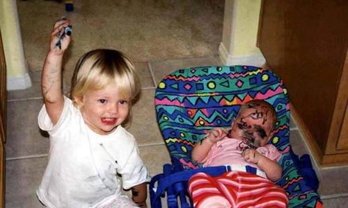 Những trò nghịch khiến bố mẹ 'cười ra nước mắt' của trẻ nhỏ