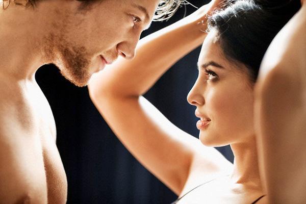 Mùi hương tự nhiên Phụ nữ thích dùng nước hoa để tạo mùi hương quyến rũ song phái mạnh lại thú nhận, họ thích mùi hương tự nhiên hơn cả. Đó có thể là mùi sữa tắm vương lại trên da hay mùi tóc