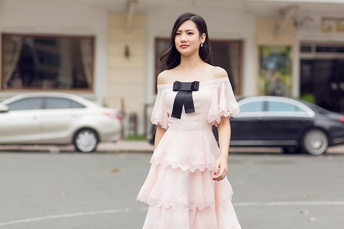 Bộ được thực hiện với sự hỗ trợ của nhiếp ảnh Huy Nguyễn, stylist Hải Dương, trang điểm Xi Quân Le.