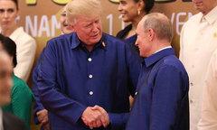 Ông Trump và ông Putin trò chuyện với các phu nhân bên bàn tiệc