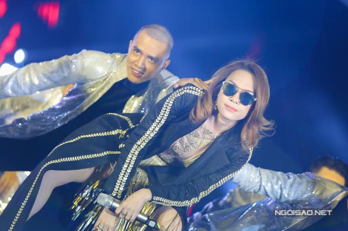 my-tam-remix-cac-bai-hit-moi-de-khuay-dong-san-khau-3