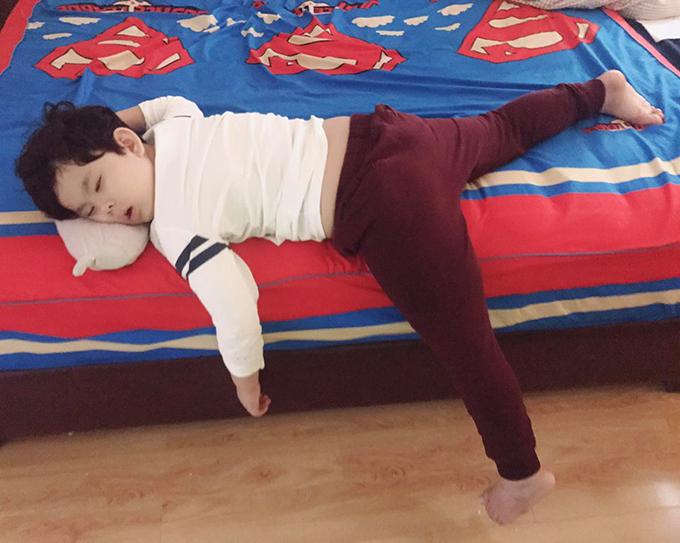 Con trai Tim - Trương Quỳnh Anh ngủ trưa ngon lành