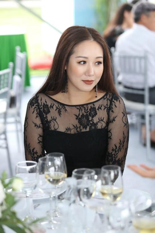ngo-phuong-lan-lien-tuc-du-su-kien-sau-khi-tai-xuat-1