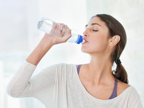 Liên tục khát nước là dấu hiệu bạn đã ăn quá nhiều thịt.