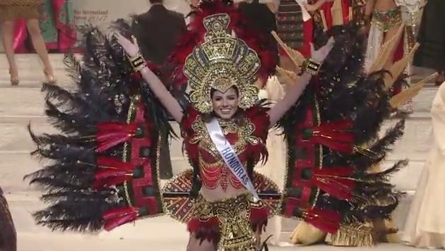 nguoi-dep-indonesia-dang-quang-hoa-hau-quoc-te-2017-18