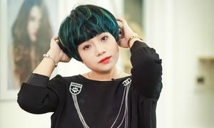 Ngọc Khuê cá tính với tóc ngắn nhuộm highlight gam xanh huyền bí