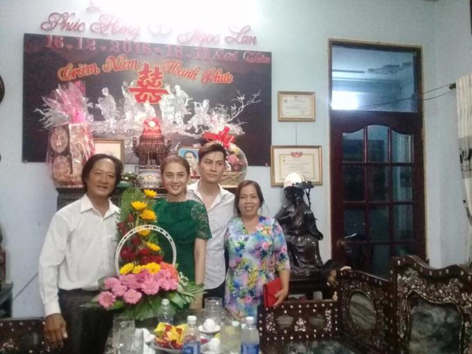 bo-me-chong-tuong-lai-sang-nha-lam-khanh-chi-hoi-cuoi-4