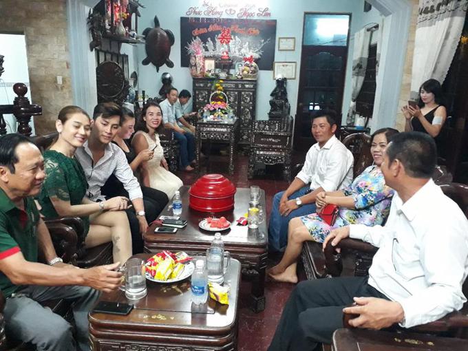 bo-me-chong-tuong-lai-sang-nha-lam-khanh-chi-hoi-cuoi