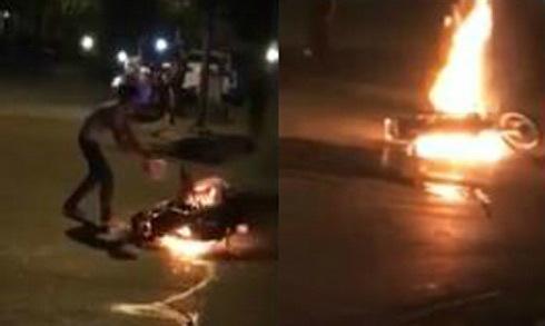 Châm lửa kiểm tra xăng thật hay giả, nam thanh niên thiêu rụi xe