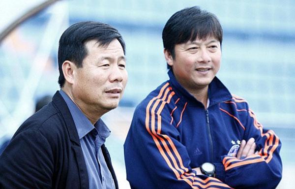 Ông Hòa và HLV Huỳnh Đức. Ảnh: NS.