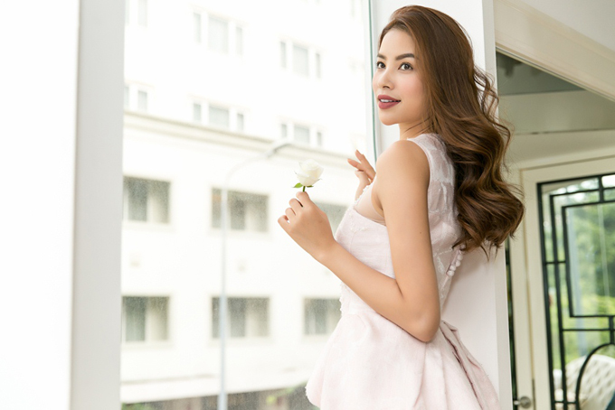 pham-huong-duoc-phuong-my-moi-lam-vedette-cho-show-dien-moi-3
