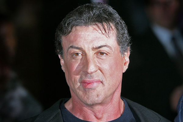 sylvester-stallone-bi-to-cao-ep-thieu-nu-16-tuoi-quan-he-tinh-duc-tap-the