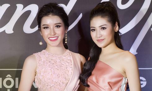 Huyền My và Tú Anh chụp hình chung giữa tin đồn rạn nứt 'tình chị em'