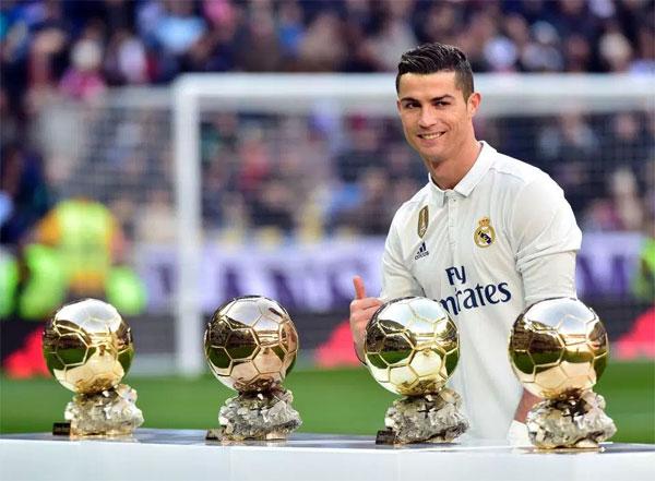 C. Ronaldo được dự đoán sẽ lần thứ 5 đoạt Quả bóng vàng và ngày 7/12 tới.