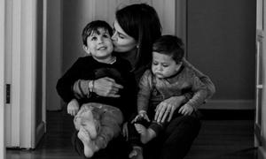 Mẹ sắp qua đời viết thư gửi hai con: Hãy chơi thể thao, học nhạc và du lịch thật nhiều