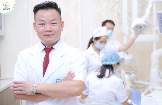 Đội ngũ bác sĩ chuyên sâu về nha khoa và thẩm mỹ, đừng đầu là Nghiên cứu sinh, Thạc sĩ, bác sĩ Trịnh Đức Mậu. Bác sĩ Trịnh Đức Mậu hiện là thành viên hiệp hội chỉnh nha thế giới, tu nghiệp tại Pháp, Italy và Hàn Quốc