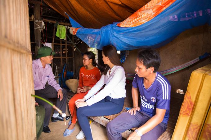 khanh-ngan-tang-200-trieu-dong-cho-nguoi-dan-mat-nha-vi-bao-5