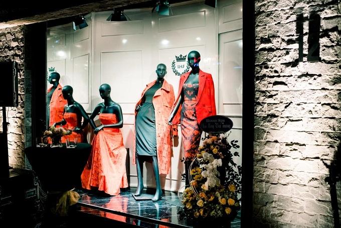Cửa sổ trưng bày của thương hiệu thể hiện rõ tinh thần thời trang, cá tính của London.