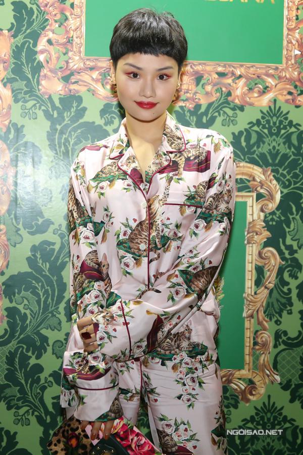 Ở mùa thời trang năm nay, Miu Lê khá nhiệt tình trong việc lăng-xê mốt suit, áo pijama phomg dáng rộng.