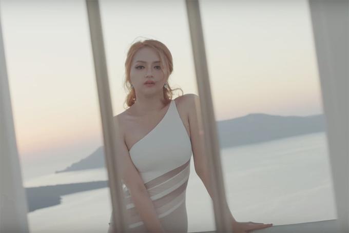 huong-giang-idol-khoe-dang-o-hy-lap-6