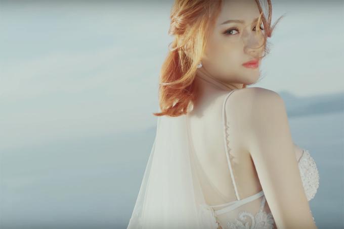 huong-giang-idol-khoe-dang-o-hy-lap-7