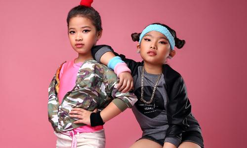 Trang phục thể thao cho bé gái tự do bay nhảy