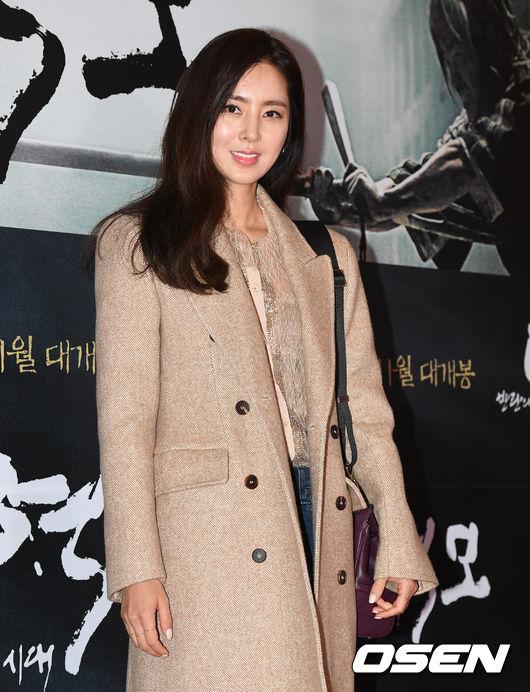 song-seung-hun-vui-ve-di-xem-phim-giua-tin-don-tinh-cam-voi-diec-phi-tan-vo-5