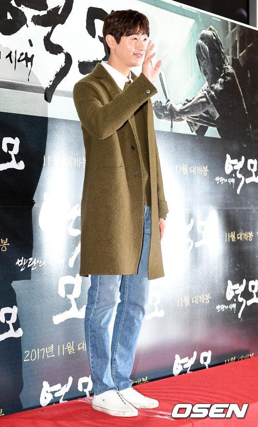 song-seung-hun-vui-ve-di-xem-phim-giua-tin-don-tinh-cam-voi-diec-phi-tan-vo-6