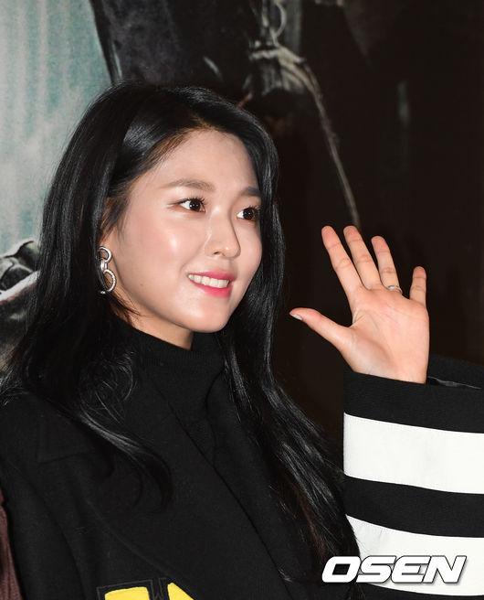 song-seung-hun-vui-ve-di-xem-phim-giua-tin-don-tinh-cam-voi-diec-phi-tan-vo-7