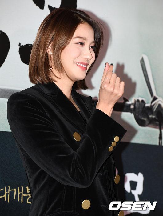 song-seung-hun-vui-ve-di-xem-phim-giua-tin-don-tinh-cam-voi-diec-phi-tan-vo-12