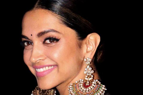 Diễn viên , một trong những ngôi sao được trả cát-xê cao nhất của Bollywood,