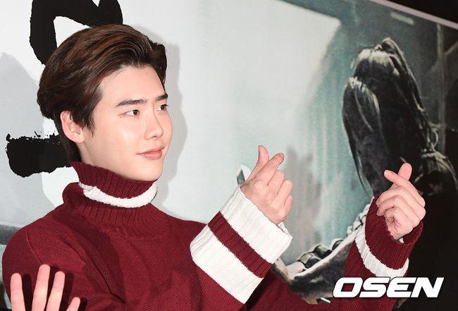 song-seung-hun-vui-ve-di-xem-phim-giua-tin-don-tinh-cam-voi-diec-phi-tan-vo-2