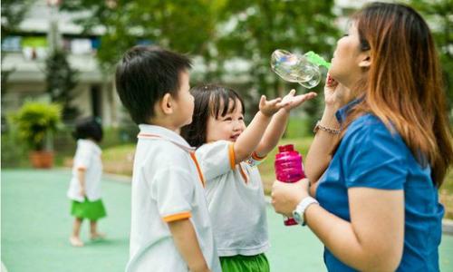 """5 câu nói """"diệu kỳ"""" của giáo viên dạy Montessori mà bố mẹ nên học hỏi"""