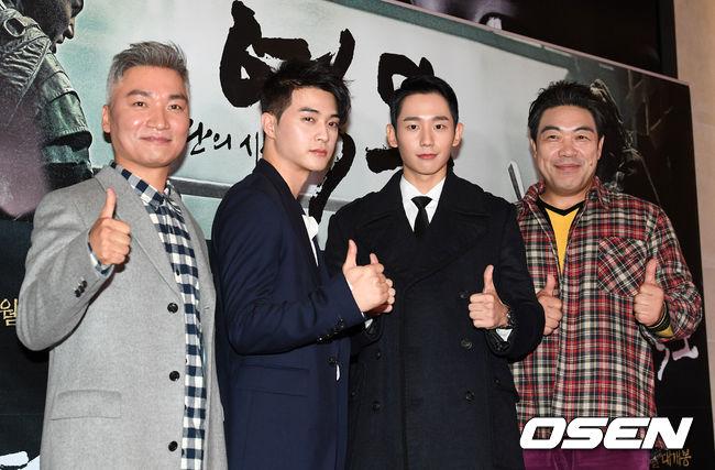 song-seung-hun-vui-ve-di-xem-phim-giua-tin-don-tinh-cam-voi-diec-phi-tan-vo-13
