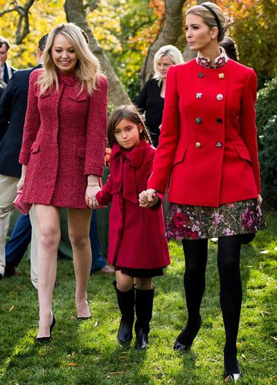 Chiều qua (21/11), Tiffany Trump, cô con gái thứ hai của tổng thống Trump với người vợ cũ, cùng gia đình chị gái cùng cha khác mẹ Ivanka tới dự