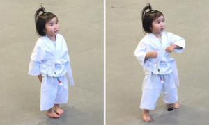 Bé gái 3 tuổi say sưa học karatedo