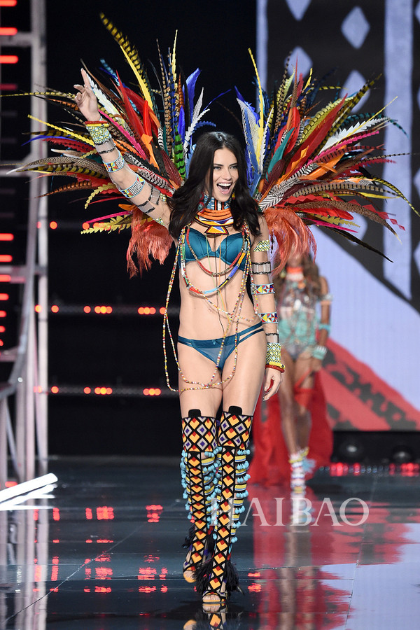 nhung-doi-canh-an-tuong-trong-show-victorias-secret-2017-1
