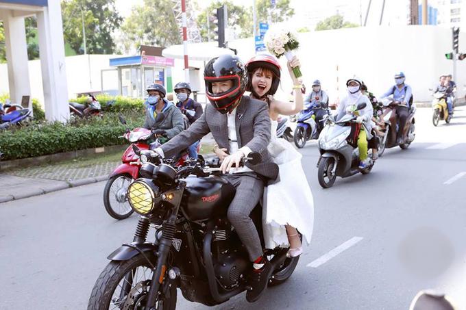 khoi-my-kelvin-khanh-ruoc-dau-bang-moto-6