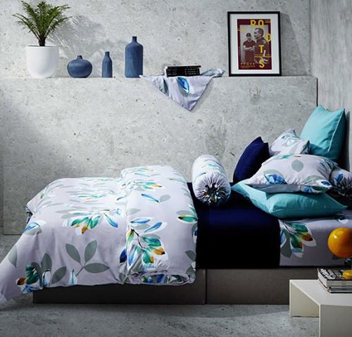 Chăn ga gối đệm Lotus giảm 50% cho tất cả sản phẩm. Đặc biệt, bộ chăn drap Lotus Aura với giá 1.699.000 đồng sẽ giúp chị em nội trợ thay đổi sắc màu cho phòng ngủ, tạo không gian thư giãn và tái tạo năng lượng sống.