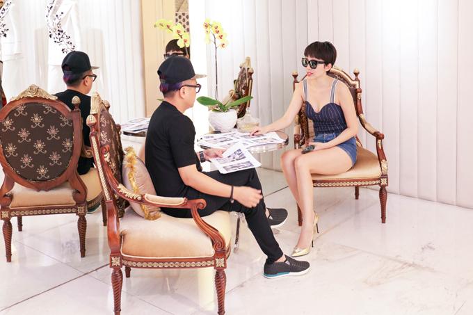 Để chuẩn bị cho sự xuất hiện của mình trên thảm đỏ cũng như trên sân khấu trình diễn của 2017 MAMA Premiere in Vietnam, Tóc Tiên đã nhận được sự hỗ trợ hết mình từ NTK đình đám Công Trí để hình ảnh của cô trên thảm đỏ lẫn sân khấu trình diễn sẽ hoàn hảo nhất.